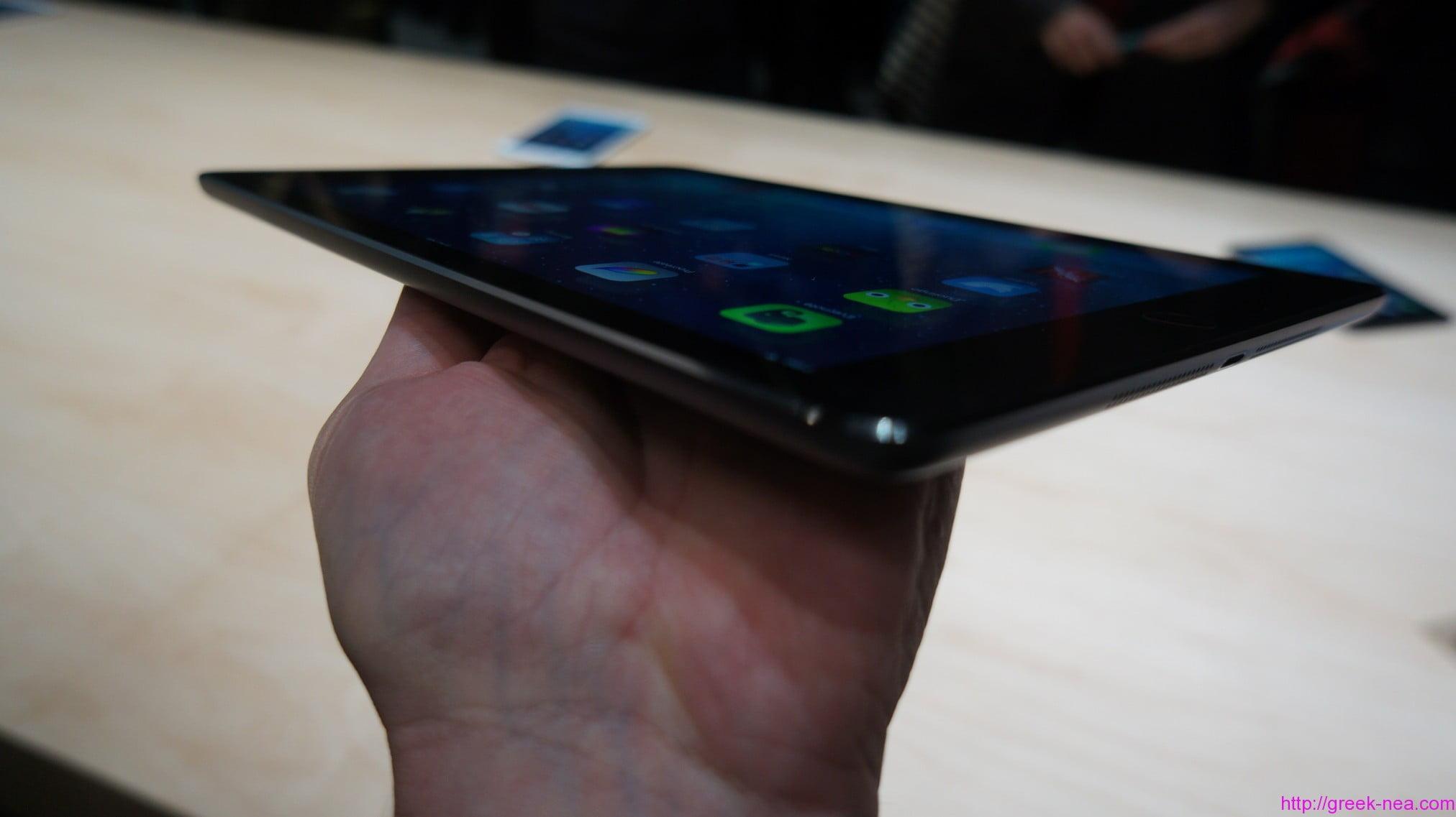 το iPad Air, είναι και πιο ελαφρό και μικρότερο από το κανονικό iPad