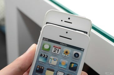 iPhone 5S και το 5C  διαθεσιμη και στην Ελλαδα